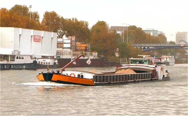 transport fluvial transport de marchandises. Black Bedroom Furniture Sets. Home Design Ideas