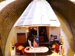 louer une p niche bateau fluvial paris chambres d 39 hotes. Black Bedroom Furniture Sets. Home Design Ideas